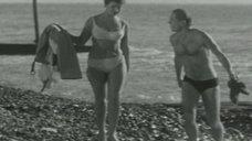 Сексуальная Маргарита Володина в купальнике
