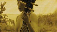 5. Обнаженная Дарья Мороз играет на музыкальном инструменте – Нанкинский пейзаж
