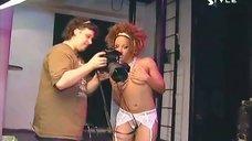 12. Тина Чарльз в эротическом белье на фотосессии
