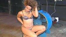 8. Тина Чарльз в эротическом белье на фотосессии