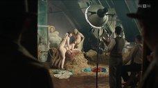 2. Групповой секс с Франциской Холицке – Вавилон-Берлин