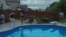 Эми Форсайт и Аиша Ди в купальниках