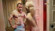 Анастасия Акатова засветила грудь