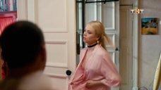 4. Анастасия Акатова засветила грудь – Физрук