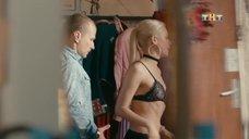 3. Сексуальная Анастасия Акатова в лифчике – Физрук