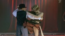 Возбуждающая Екатерина Гусева на сцене