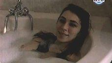 Ирина Мельник принимает ванну