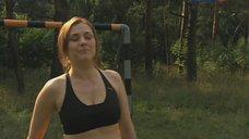 Сексуальная Елена Панова играет в футбол