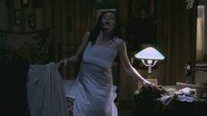 Ксения Раппопорт  в ночнушке