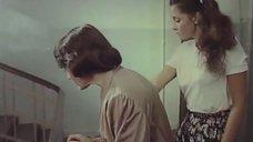 Молодая Ольга Кабо в футболке без бюстгальтера