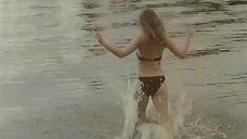 11. Ольга Кабо в купальнике на пляже – Провинциалки