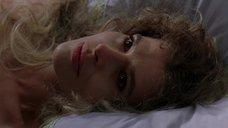 1. Фанни Ардан без одежды лежит на кровати – Елизавета