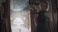 Анна Цуканова перед зеркалом