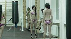 Модели в купальниках в спортзале