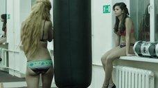 2. Модели в купальниках в спортзале – Её звали Муму