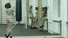 3. Модели в купальниках в спортзале – Её звали Муму