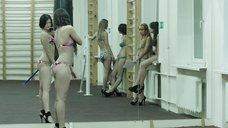 4. Модели в купальниках в спортзале – Её звали Муму