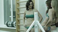 5. Модели в купальниках в спортзале – Её звали Муму