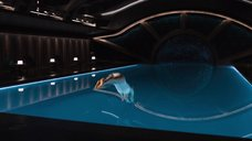 4. Дженнифер Лоуренс плавает в бассейне в невесомости – Пассажиры