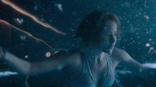 7. Дженнифер Лоуренс плавает в бассейне в невесомости – Пассажиры