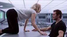 2. Дженнифер Лоуренс хочет секса – Пассажиры