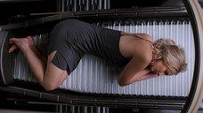 Дженнифер Лоуренс в ночнушке