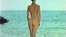 3. Полностью голая Ольга Кейзерова купается в море – Дафнис и Хлоя