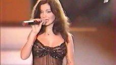 3. Жанна Фриске и Ольга Орлова засветили грудь на сцене