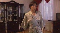 Татьяна Аптикеева без лифчика в халате