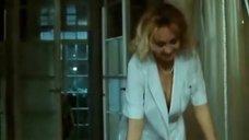 Ирина Петрова засветила грудь