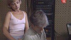 Елена Демент в майке без лифчика