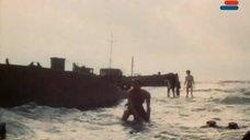 9. Полностью голая Анна Молчанова – Дожди в океане