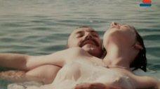 10. Мокрая грудь Анны Молчановой – Дожди в океане