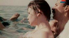 12. Мокрая грудь Анны Молчановой – Дожди в океане