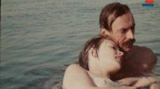 4. Мокрая грудь Анны Молчановой – Дожди в океане