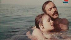 5. Мокрая грудь Анны Молчановой – Дожди в океане