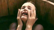 27. Татьяна Остап, Даша Чаруша и Снежана Гладнева парятся в бане – А зори здесь тихие... (2006)