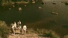 1. Татьяна Остап, Даша Чаруша и Снежана Гладнева купаются в речке – А зори здесь тихие... (2006)