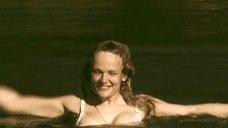 18. Татьяна Остап, Даша Чаруша и Снежана Гладнева купаются в речке – А зори здесь тихие... (2006)