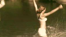 3. Татьяна Остап, Даша Чаруша и Снежана Гладнева купаются в речке – А зори здесь тихие... (2006)