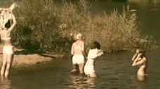 4. Татьяна Остап, Даша Чаруша и Снежана Гладнева купаются в речке – А зори здесь тихие... (2006)