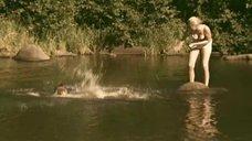 7. Татьяна Остап, Даша Чаруша и Снежана Гладнева купаются в речке – А зори здесь тихие... (2006)