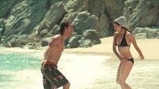 10. Пенелопа Крус в купальнике на пляже – Сахара