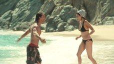11. Пенелопа Крус в купальнике на пляже – Сахара