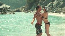 12. Пенелопа Крус в купальнике на пляже – Сахара