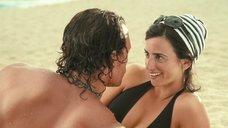 4. Пенелопа Крус в купальнике на пляже – Сахара