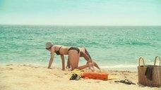 5. Пенелопа Крус в купальнике на пляже – Сахара