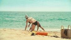 6. Пенелопа Крус в купальнике на пляже – Сахара