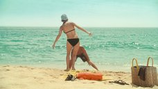 7. Пенелопа Крус в купальнике на пляже – Сахара