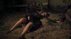 Наталья Андрейченко спит с распахнутой рубашкой